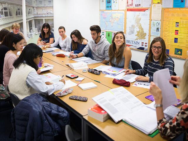 Как выбрать языковую школу для взрослых?
